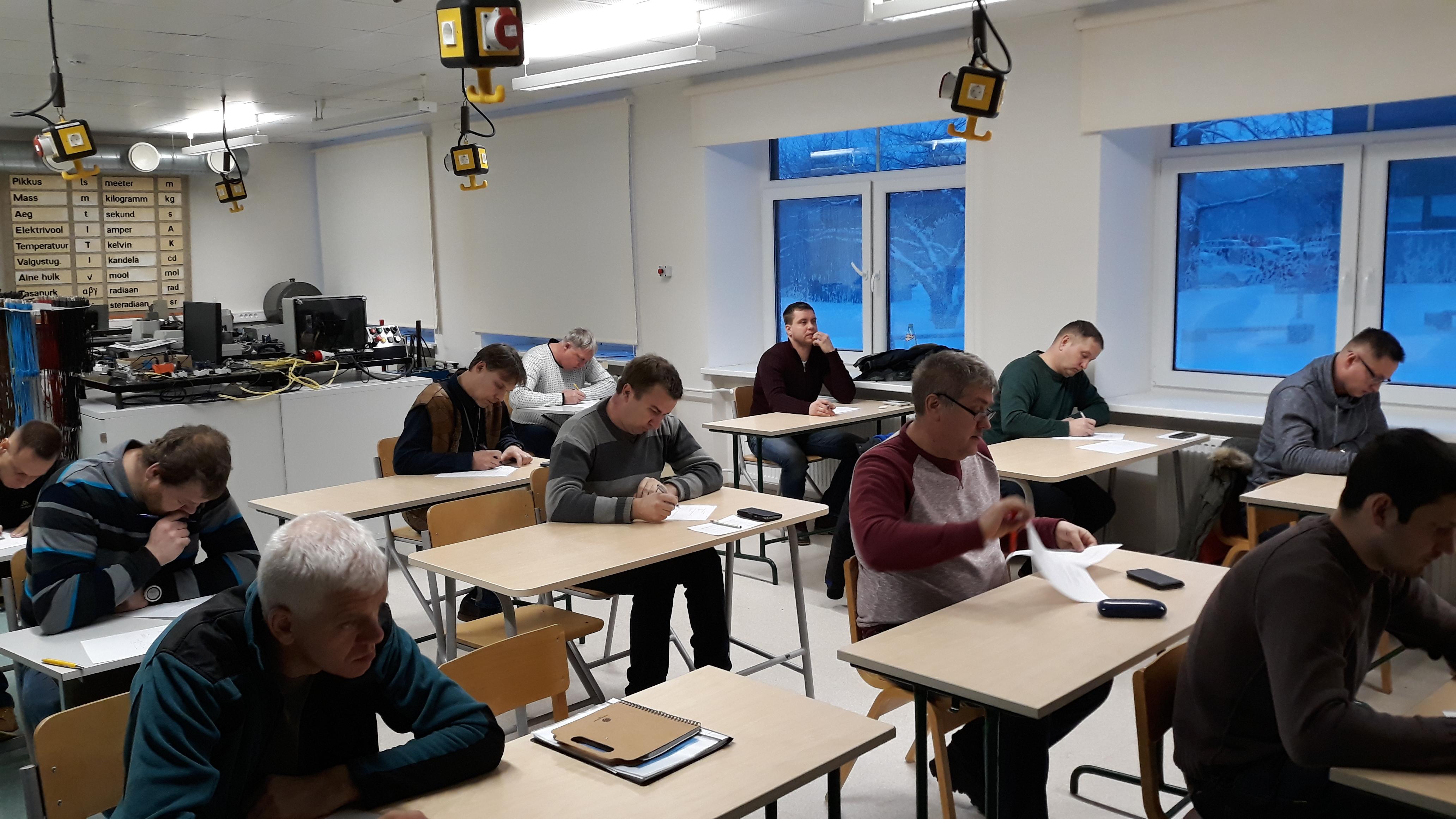 Järvamaa Kutsehariduskeskuse Paide õppekohas esimese töökohapõhise sisetööde elektrikute tase3 kutseeksam sai sooritatud edukalt.