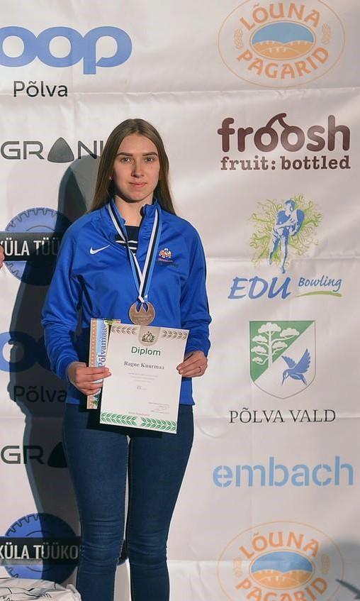 Naistemaadluses kolmanda koha saavutanud KO-18 õpilane Ragne Kuurmaa.