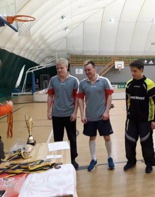 Võitu vastu võtmas eriolümpia saalihokiturniiril Henri Tullus, Enri Reismann ning Erik Joosep Kalberg.