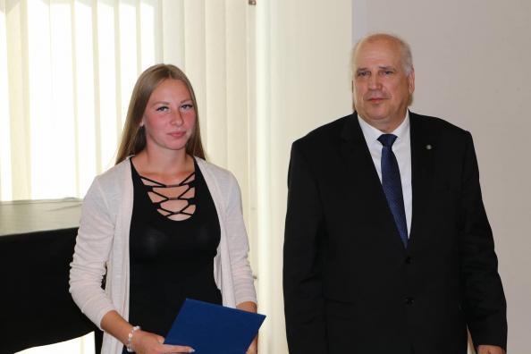 Jane Taalkis koos maaeluminister Mart Järvikuga.